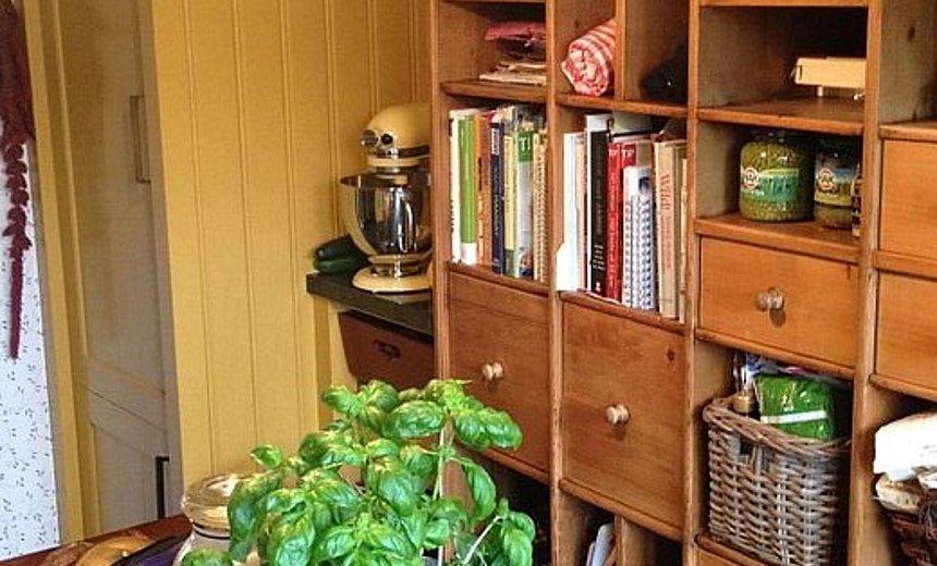 Gele Keuken 9 : Oker gele keuken in landelijke stijl artoi
